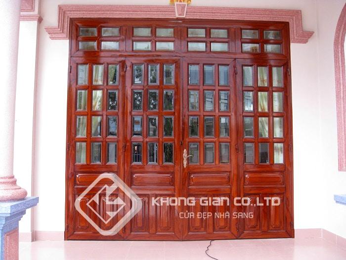 Cửa sắt giả gỗ 4 cánh kết hợp với kính