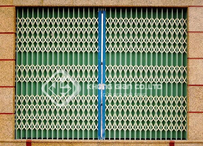 Các sản phẩm cửa kéo được sản xuất từ 3 nguyên liệu chính là sắt, inox và thép