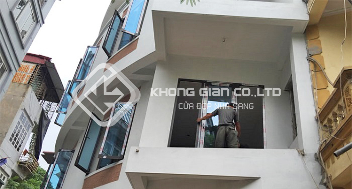 Cửa nhôm Xingfa thi công, lắp đặt nhanh chóng không phải huy động nhiều nhân công